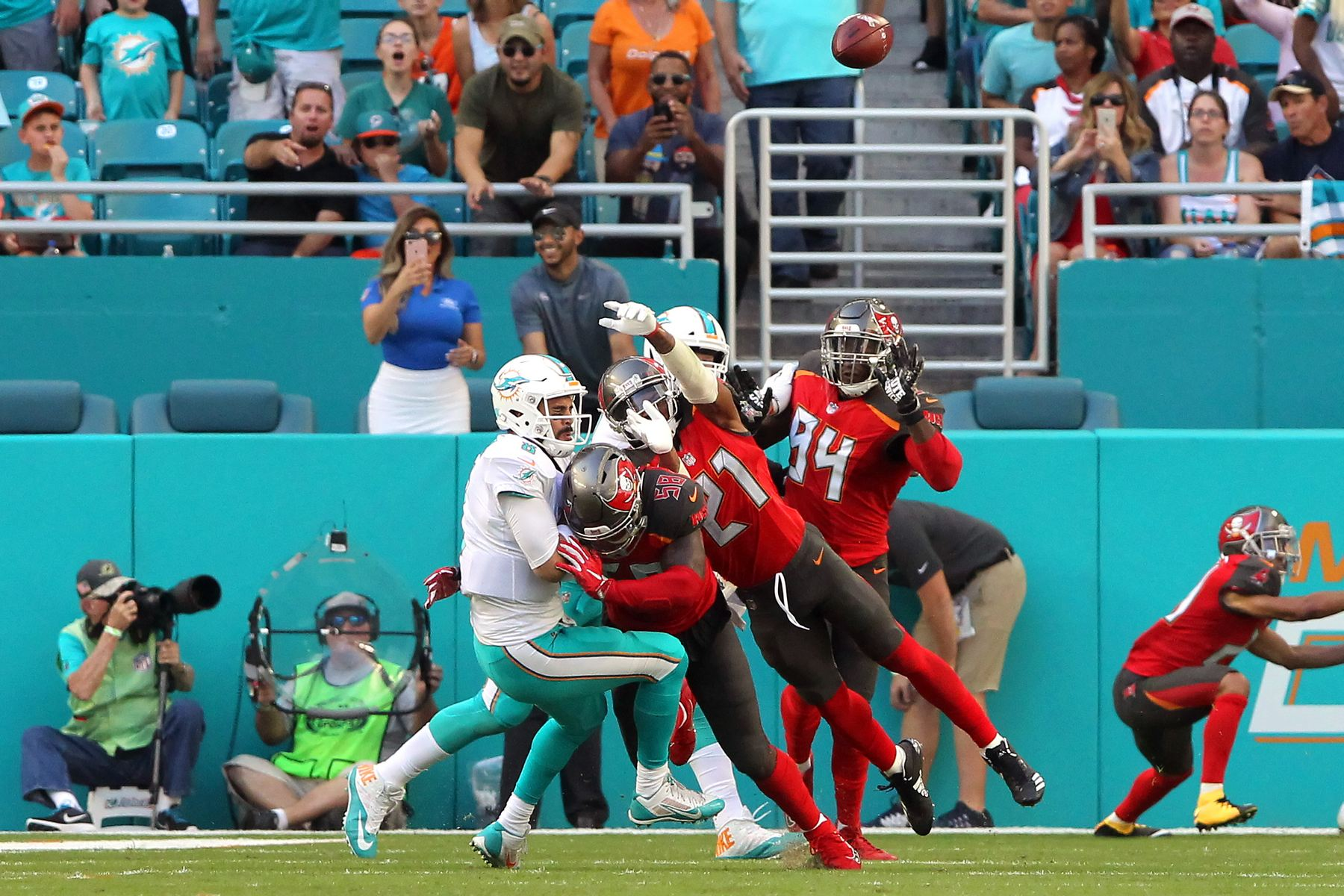 357171119599_bucs_at_dolphins